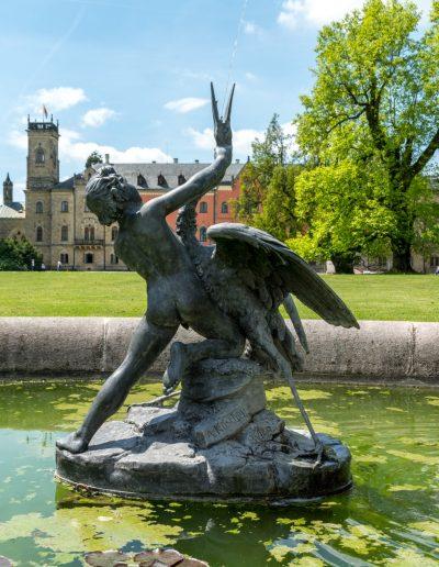 Gärten des neugotischen Schlosses Sychrov